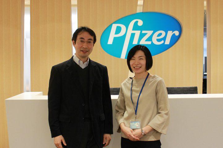 ファイザー株式会社の梨子本紫保さまと、上司の荒川さまのインタビュー